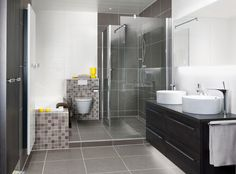 Badkamer inspiratie: Een badkamer met ligbad, inloopdouche en een ...
