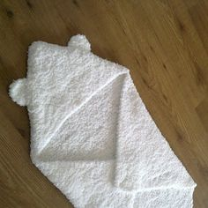 easy pattern for straight needles A la Sascha: Baby Omslagdoek met Beertjes-Capuchon! *met Patroon