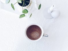 Für mehr Kakao auf Instagram  Guten Morgen Mahlzeit und Hallo Sonntag! . My pleasure every morning... . . #fürmehrkakaoaufinstagram #cacaolovers #kakao #cacaoaddict #inmycup #hotchocolate #juliamammiladetrinktkakao #fromwhereistand #fromabove #onthetable #tablesituation #onthetableproject #yummy #yummyinmytummy #flashofdelight #finditliveit #morgens #mornings #momentsofmine #aquitestyle #simpleandstill #seekthesimplicity #simplygood #pursuepretty #pilea #pileapeperomioides