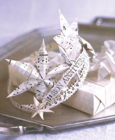 This is freakin' adorable! This would make an awesome New Year's Eve crown as well.