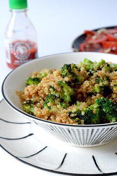 ^^ This sauteed quinoa and broccoli is perfect, - Dieta Vegetariana Vegetarian Veggie Recipes, Lunch Recipes, Vegetarian Recipes, Healthy Recipes, Clean Eating, Healthy Eating, Healthy Snacks To Make, Super Rapido, Superfood