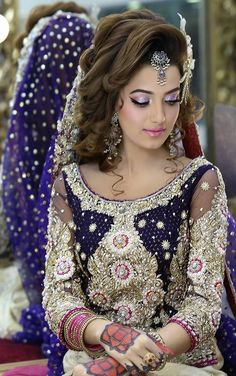 Kashee'S beautiful bridal makeup & hairstyle by kashif aslam Pakistani Bridal Hairstyles, Pakistani Bridal Makeup, Saree Hairstyles, Bride Hairstyles, Pakistani Jewelry, Hairstyles Videos, Beautiful Bridal Makeup, Bridal Hair And Makeup, Beautiful Bride