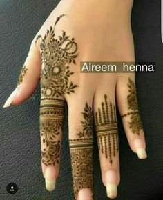 Easy Finger Mehndi Designs Styles -Beautiful Easy Finger Mehndi Designs Styles - full henna mehndi design video tutorial hope it's very helpful for beginners. Hassanツ😍😘 Striking Khafif mehndi designs collection for hands to try in 2019 Henna Hand Designs, Latest Mehndi Designs, Dulhan Mehndi Designs, Mehndi Designs Finger, Mehndi Designs For Girls, Modern Mehndi Designs, Mehndi Design Pictures, Mehndi Designs For Fingers, Beautiful Henna Designs