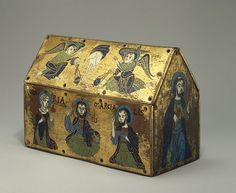 small reliquary casket displays features which are typical of Limoges production between 1200 and 1225