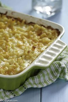 Make delicious baked mac and cheese just like Sweetie Pie's with this easy copycat recipe. The combination of 5 cheeses is one reason it's so creamy and good! Find out the other reasons and secret to making the best macaroni and cheese. Homemade Macaroni Cheese, Best Macaroni And Cheese, Bake Mac And Cheese, Creamy Mac And Cheese, Sweetie Pies Recipes, Cat Recipes, Mac And Cheese Recipe Soul Food, Buttered Rice Recipe, Food Dishes