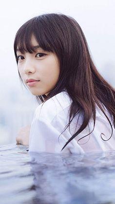 乃木坂46 与田祐希 写真集『日向の温度』の表紙の着衣入水 Cute Asian Girls, Cute Girls, Girl In Water, Beautiful Japanese Girl, Student Fashion, Japan Girl, Photo Book, Asian Beauty, Beautiful People