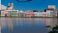 No Recife, a arte está por todo lugar: nas igrejas centenárias, nos prédios históricos, nos museus, nos centros de artesanato, nas esculturas de Francisco Brennand espalhadas pela cidade, nas ruas, na memória que preserva.