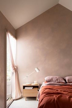 Beautiful Red And Pink Bedroom Decor Ideas Earthy Bedroom, Bedroom Red, Home Bedroom, Bedroom Decor, Design Bedroom, 1920s Bedroom, Queen Bedroom, Bedroom Ideas, Nude Colors
