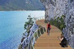 """A new """"floating"""" bike path will offer tourists and locals alike the chance to cycle around the entirety of Italy's Lake Garda. Italy Winter, Italy Summer, Verona, Italy Illustration, Lake Garda Italy, Shopping In Italy, Italy Architecture, Italy Street, Italy Pictures"""