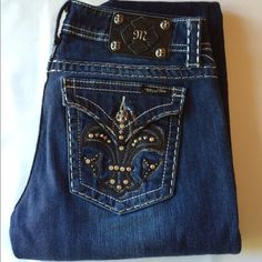 "11/10 HPMiss Me Jeans Sz 32 Black Fleur de lis Stunning and sexy Like NEW with no flaws. Miss Me Jeans style # je5075b2l, color Palm Hill. Boot Cut with 9"" rise and 33"" inseam. Black Fleur de lis pattern on back pockets. 98% cotton, 2% elastin. Sz 32. From a pet/smoke free home. Miss Me Jeans Boot Cut"