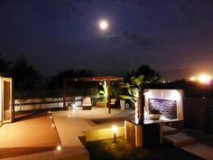 リゾート感溢れるプライベートスペース。光の力で一層惹き立つナイト・ガーデン。 #LightingMeister #GardenLighting #OutdoorLighting #Exterior #Garden #Lightup #Nightgarden #Resort #Light #Private #ナイトガーデン #リゾート #プライベート #別荘 #南国