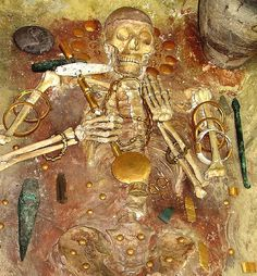 Ancient Skeleton With World's Oldest Gold Found Near The Black Sea Archaeological Discoveries, Archaeological Finds, Historical Artifacts, Ancient Artifacts, Ancient Aliens, Ancient History, Objets Antiques, Ancient Discoveries, Art Antique