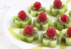 Montaditos de fruta.//