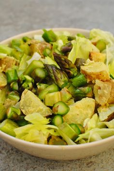Sallad with potatoes and asparagus