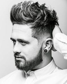 When looking for a trendy new men's hairstyle for the skin fade haircut is your new best friend. Bringing to you [Skin Fade Haircut Insider] Mens Hairstyles Round Face, Round Face Haircuts, Cool Haircuts, Hairstyles Haircuts, Haircuts For Men, Cool Hairstyles, Hairstyle Ideas, Cabelo Zac Efron, Japanese Men Hairstyle