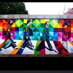 Novo Mural em São Paulo / Vila Madalena / inspirado na Highline Nyc / New wall completed #Highline #highlinenyc #beatles #thebeatles #kobra #highlinebar #eduardokobra