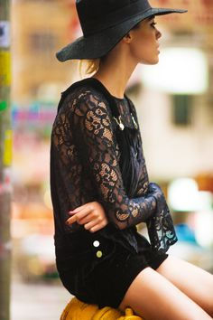Black Lace shirt with black plain denim shorts for women. Fashion Trends for this season. Glam Style, Look Boho Chic, Style Me, Looks Street Style, Looks Style, Look Fashion, Fashion Beauty, Womens Fashion, Fashion Glamour
