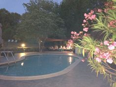 The swimmingpool by night...