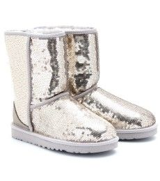 UGGS. I swear i would wear these everyday during the winter <3