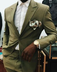 3 Best Pocket Squares For The Classy Man Green Suit Men, Olive Green Suit, Green Suit Jacket, Green Wedding Suit, Wedding Suits, Wedding Men, Wedding Attire, Wedding Things, Summer Wedding