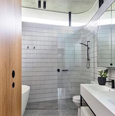 Creating modern & luxury bathroom is easy. Here are easy ways you can do to get modern, luxury, and simple bathroom. Modern Luxury Bathroom, Minimalist Bathroom Design, Modern Bathroom Design, Bathroom Interior Design, Beautiful Bathrooms, White Bathrooms, Luxury Bathrooms, Master Bathrooms, Dream Bathrooms