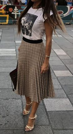 40 Inspiring Casual Work Outfit For Summer 45 Charming Fall Outfits You Should Definitely Buy 02 Skirt outfits 2019 Wor… - Summer Outfits Stylish Summer Outfits, Casual Work Outfits, Mode Outfits, Work Casual, Spring Outfits, Fashion Outfits, Womens Fashion, Fashion Trends, Office Outfits