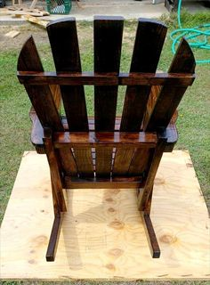 Pallets Woodworking Repurposed pallet rocking chair - And with the recycling pallets you can shape up this DIY pallet rocking chair which is sturdy and durable like a hefty priced market bought chair but would White Wooden Rocking Chair, White Eames Chair, White Metal Chairs, Wooden Office Chair, Eames Rocking Chair, Rocking Chair Nursery, Outdoor Rocking Chairs, Adirondack Chairs, Lounge Chairs