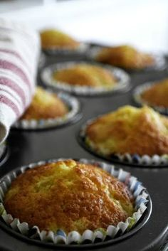 Lantlollabloggen: Väldigt fluffiga rabarbermuffins