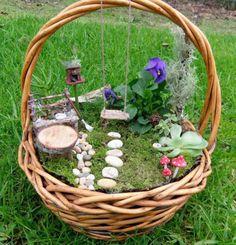 Os Fairy Gardens estão fazendo sucesso no Pinterest e podem ser uma boa solução para quem quer um jardim dos sonhos, mas não tem espaço