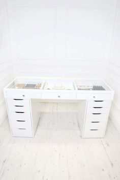 SlayStation™ Table Top is the perfect makeup and accessories storage you've been waiting for! Makeup Storage Organization, Desk Storage, Bedroom Green, Dressing Table, Makeup Tables, Vanity, Room Decor, Bed Designs, Perfect Makeup