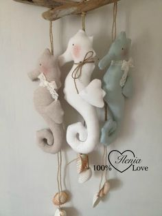 carissime due cavallucci li ho Diy Home Crafts, Sewing Crafts, Crafts For Kids, Craft Ale, Fabric Fish, Mermaid Room, Pressed Flower Art, Mothers Day Crafts, Felt Animals