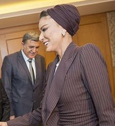 Sheikha Mozah bint Nasser met with a group of people to talk about Alfakhoora, an Education Above All Program in Istanbul today. Sheikha Mozah also met with a group of Syrian refugees who are already benefiting from the scholarship program.