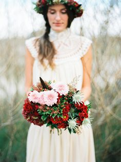 Fabulous florals: http://www.stylemepretty.com/destination-weddings/2015/04/27/romantic-picnic-elopement-inspiration/ | Photography: Michael Ferire - www.michaelferire.com/