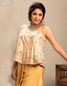 Most Beautiful Indian Actress, Beautiful Actresses, Kareena In Saree, Ramya Krishnan Hot, Teen Hotties, Aunty In Saree, Vegas, Bollywood Actress Hot Photos, Beauty Full Girl
