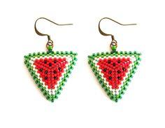 boucles d'oreilles pastèques en perles miyuki ☀ rouge, vert et blanc : Boucles d'oreille par beads-and-coffee