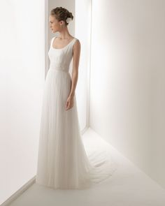 ROSA CLARA 2013 - JOEL - Tulle and lace gown with beadwork, in ecru  TA5 Hair clip Camellia in natural