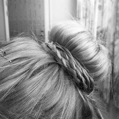 30 Unique Braids from Daily Makeover - Wrap your top knot with a some tiny, loose braids for the ultimate prima ballerina look. Good Hair Day, Love Hair, Great Hair, Gorgeous Hair, Pretty Hairstyles, Braided Hairstyles, Wedding Hairstyles, Updo Hairstyle, Wedding Updo