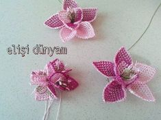 This Pin was discovered by GÖN Yarn Crafts, Diy And Crafts, Arts And Crafts, Lace Art, Needle Lace, Lace Embroidery, Lace Making, Bead Crochet, Beaded Flowers