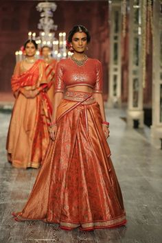 Tarun Tahilianiat India Couture Week 2016 - Look 5