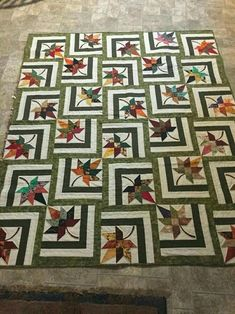 Bester Fall Quilting Patterns Maple Leaves 49 + Ideen Best Fall Quilting Patterns Maple Leaves I Star Quilt Patterns, Star Quilts, Scrappy Quilts, Patchwork Quilting, Tree Quilt Pattern, Amish Quilts, Patchwork Patterns, Patchwork Designs, Colchas Quilt