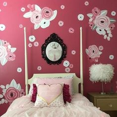 Floral accent wall g
