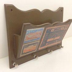 Porta-cartas e porta-chaves juntinhos! Perfeito, né?! #caixaderegalos #bazarnagaragem72 #artesanato #artisan #handcrafted #vintage #vintagestyle #compredequemfaz #artesanatobelem