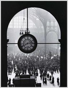 Farewell of Servicemen, Clock at Pennsylvania Station, New York City, 1943. A. Eisenstaedt.