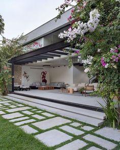 """3,233 curtidas, 10 comentários - Suzanne Arquiteta Art Plástica (@casacontemporanea) no Instagram: """"Designed by Sabugosa Arquitetura. #Inspiration #arquitetura #architecture #archidaily #cool…"""""""