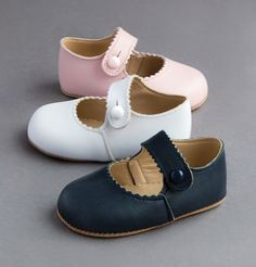 A Trotters Classic - Early Days Pre-Walkers are made in England using soft, Italian leather #trotters #earlydays #trotterschildrenswear #prewalkers #babyshoes #baby #londonmum #londonkids #newbaby #cute