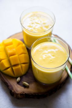 This refreshing mango lassi recipe uses 6 ingredients only. Cardamom gives the lassi a hint of spice while lemon zest brightens up the drink. Ready in 5 minutes. Mango Drinks, Smoothie Drinks, Smoothie Recipes, Smoothie Cleanse, Juice Cleanse, Detox Drinks, Salad Recipes, Detox Recipes, Juice Smoothie