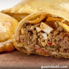 Receta de empanadas rellenas de carne. GuiaInfantil.com les ofrece una receta peruana que a los niños les encantará: empanadas rellenas. Una receta fácil y muy versátil para toda la familia.