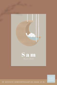 Op de voorkant van dit lieve geboortekaartje voor een jongen staat een stoere wieg in de vorm van een maan. geboortekaartje   jongen   studio hemelsblauw   wiegje   maanwieg   houten wieg   zand   lichtgroen   Sam