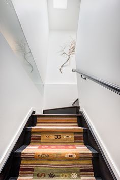 The Humbercrest House by STAMP Architecture in Toronto, Canada is a contemporary renovation and extension of a bungalow. Bungalows, Black Walls, White Walls, Interior Concept, Interior Design, Fox Home, Bright Homes, Interior Stairs, Canada