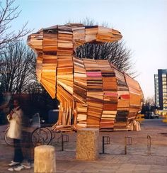 The Giant of Vlaardingen 2003 8 x x meters Salvaged wood, nails and screws It took three months to build to a sculpture out of salvaged wood, with the assistance of local people Wood Sculpture, Sculptures, Rabbit Art, Bunny Rabbit, Bunny Art, Land Art, Installation Art, Art Installations, Conceptual Art